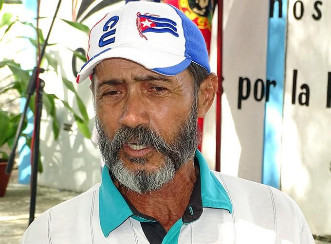 El camaronicultor Franciso Traba Rondón tuvo el privilegio de compartir con Fidel hace 30 años / Foto Luis Carlos Palacios Leyva