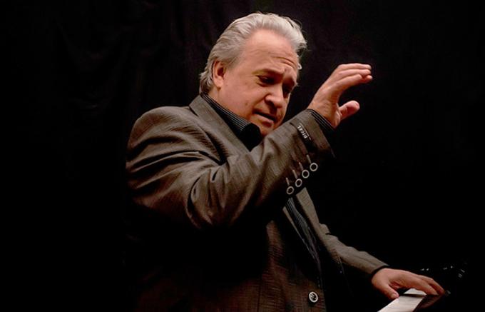 Relevante pianista cubano Frank Fernández volverá a Beethoven