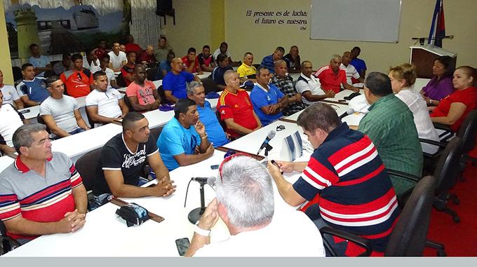 Los integrantes del equipo intercambiaron con las máximas autoridades del territorio / Foto Luis Carlos Palacios Leyva