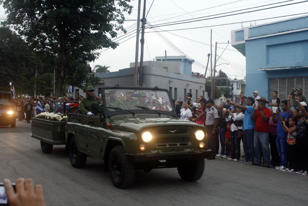 Las cenizas de Fidel salend e Bayamo 1