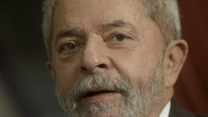 Brazil's former President Lula da Silva  reacts during a meeting with  Rio de Janeiro's Governor Pezao in Rio de Janeiro