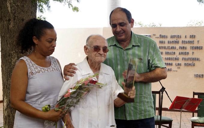 Entregan Premios provinciales de Cultura 2016 y la Distinción Víctor Montero