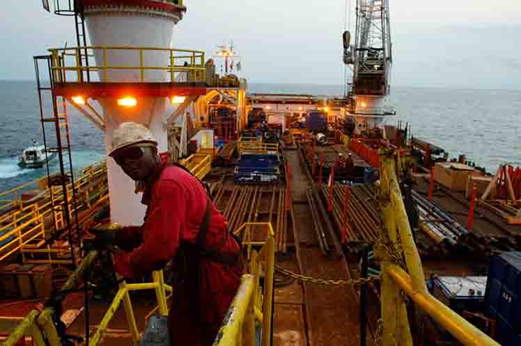 Angola cierra 2016 con liderazgo de producción petrolera africana