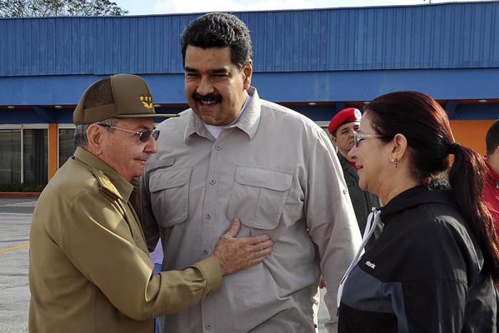 Despide Raúl Castro a Nicolás Maduro