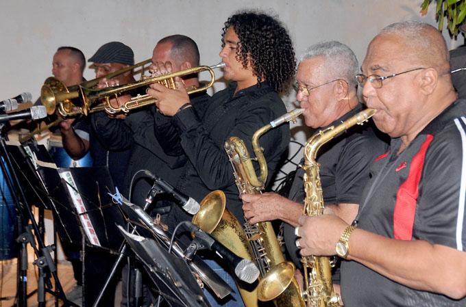 Realizan gira artísticas  por el aniversario 58 del Triunfo de la Revolución