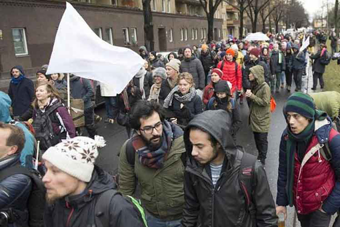 Cientos de activistas marchan a pie de Alemania a Siria