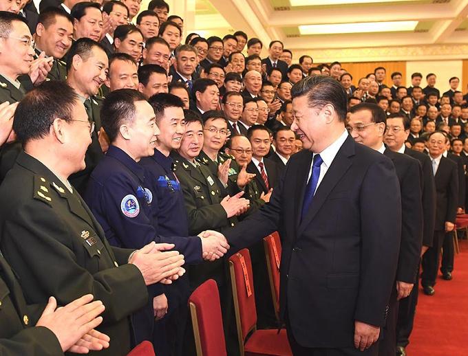 Xi se reúne con astronautas de Shenzhou-11 y subraya innovación científica