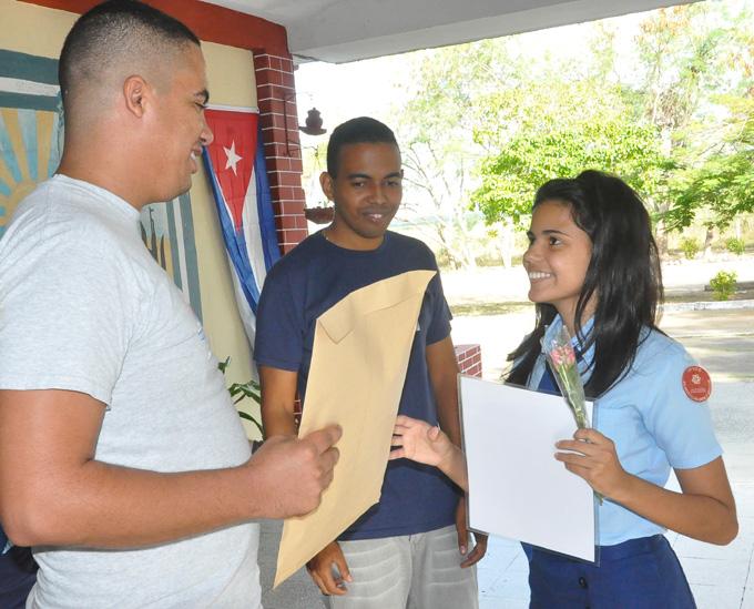 Reconocimiento a una estudiante destacadaFOTO/Rafael Martínez Arias