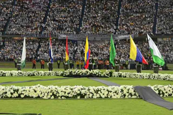 Continúa eco en Colombia de honras al club Chapecoense de Brasil