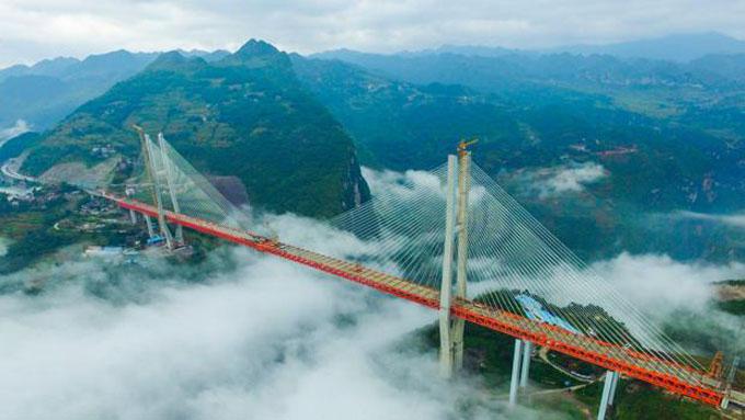 Inaugura China el puente Beipanjiang, el más elevado del planeta