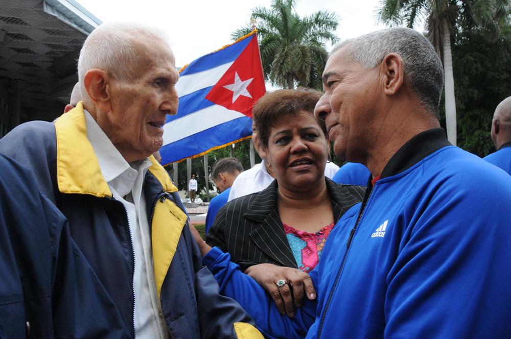CUBA-LA HABANA-ABANDERAN A ALAZANES DE GRANMA PARA SERIE DEL CARIBE