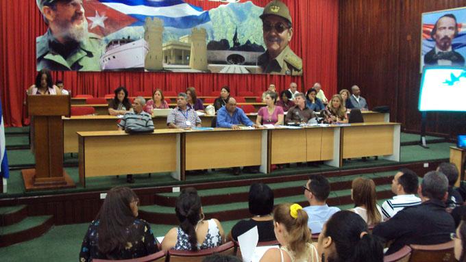 Actualización de modelo económico cubano centra debate de juristas
