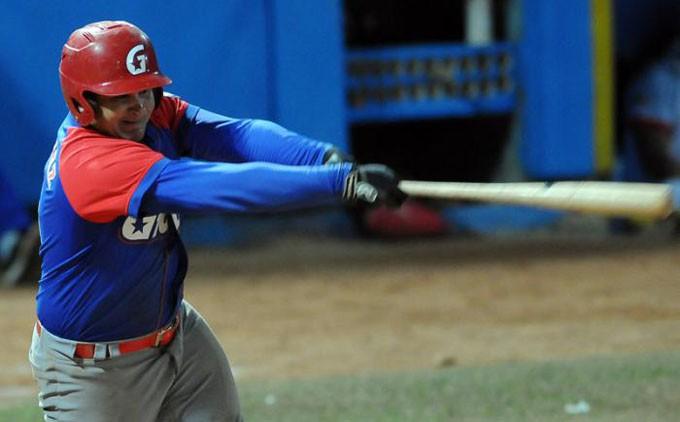 El segunda base Carlos Benítez es una de las claras muestras del salto cualitativo de los peloteros granmenses en la última Serie Nacional. FOTO/ Ricardo López Hevia