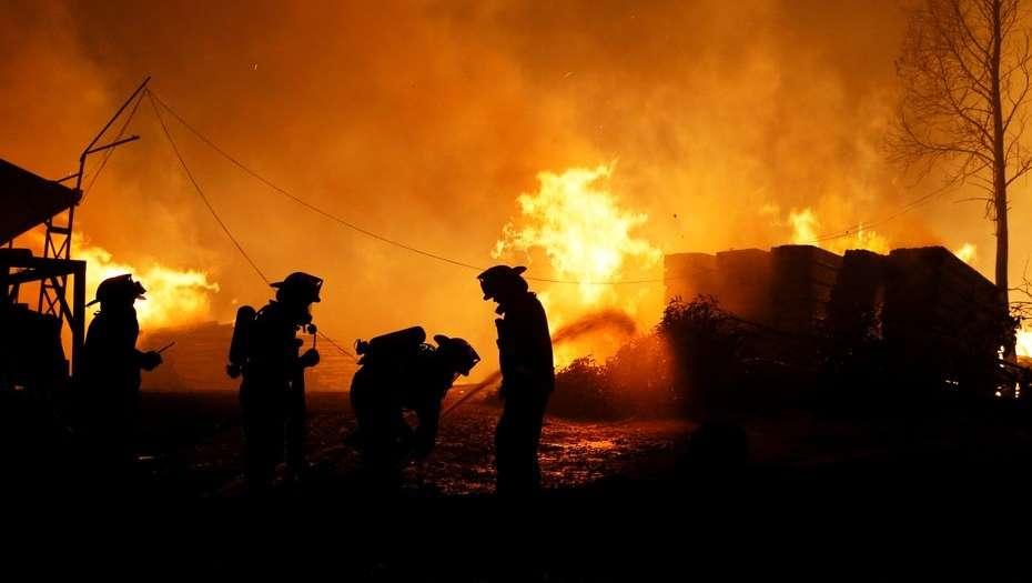 Brigadistas venezolanos ayudarán a apagar fuego en Chile