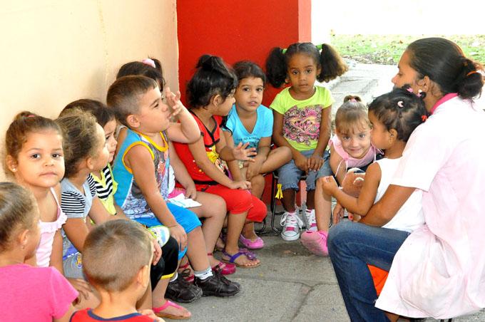 Programa Educa a tu hijo beneficia a miles de familias en Granma