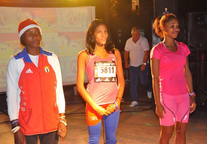 Pérez, acompañada en el podio por Lamothe (a la izquierda) y Heredia