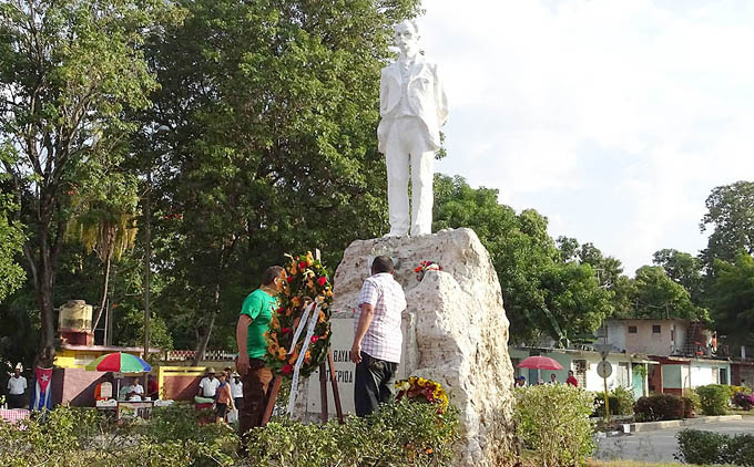 Tributan homenaje a José Martí en Bayamo (+ fotos)
