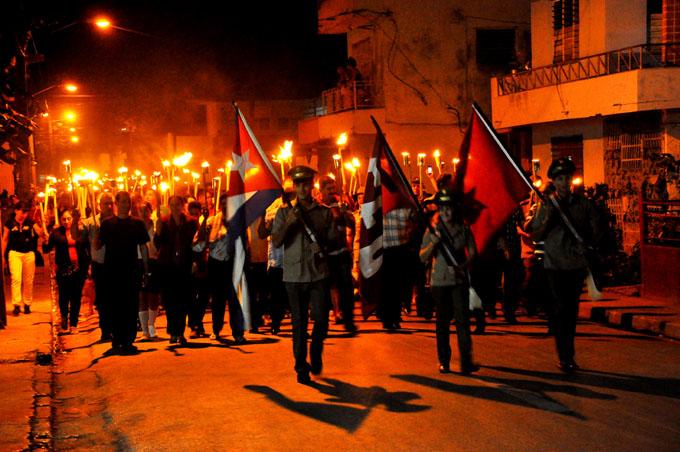 Por Martí y Fidel, la noche se hará luz hoy en Cuba entera