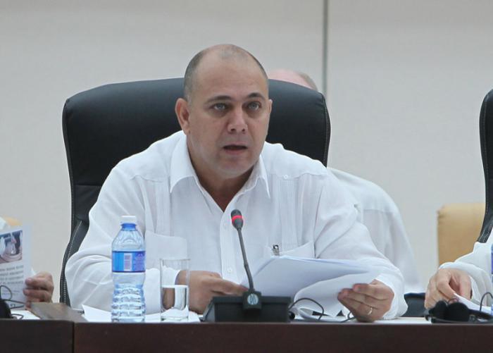 Felicita ministro de Salud Pública a trabajadores del sector