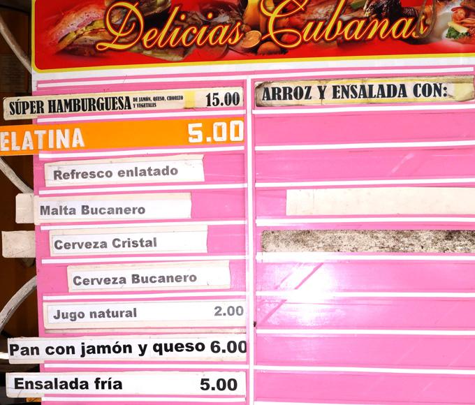 Tablilla en la cual se oferta refrescos, cervezas y malta, pero no aparece el precio FOTO/Luis C. Palacios Leyva