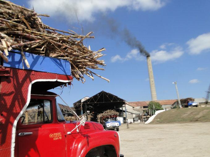 Zafra cubana favorecida por clima y rendimiento industrial