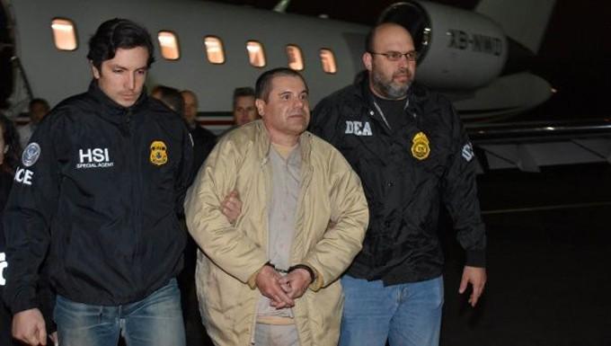 Guzmán durante su arribo al aeropuerto MacArthur, en Long Island  FOTO / Reuters.