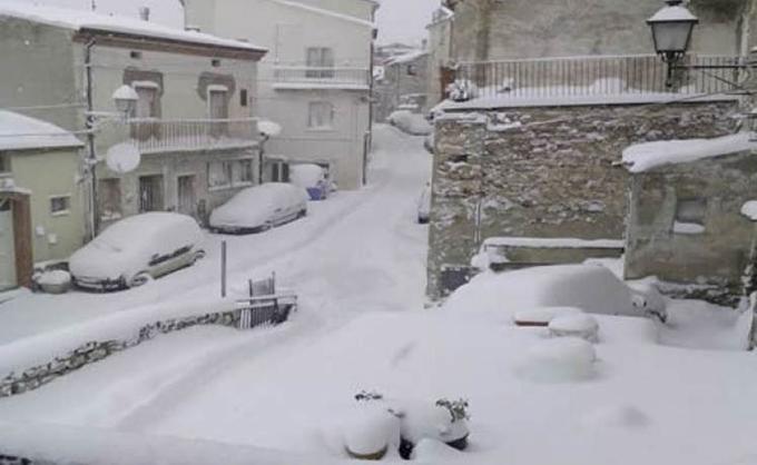 Persiste emergencia en regiones de Italia por nevadas y terremotos