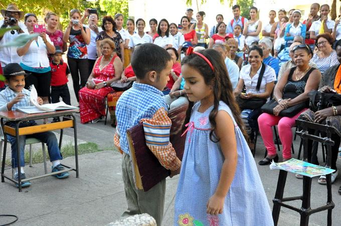 Niños del círculo infantil Los zapaticos de rosa interpretan la obra martiana Neé traviesa FOTO/ Rafael Martínez Arias