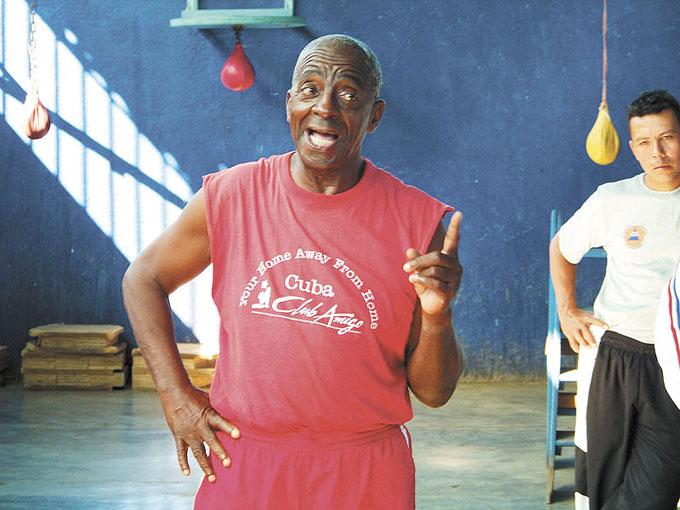 El boxeador cubano es un combatiente natural, Alcides Sagarra