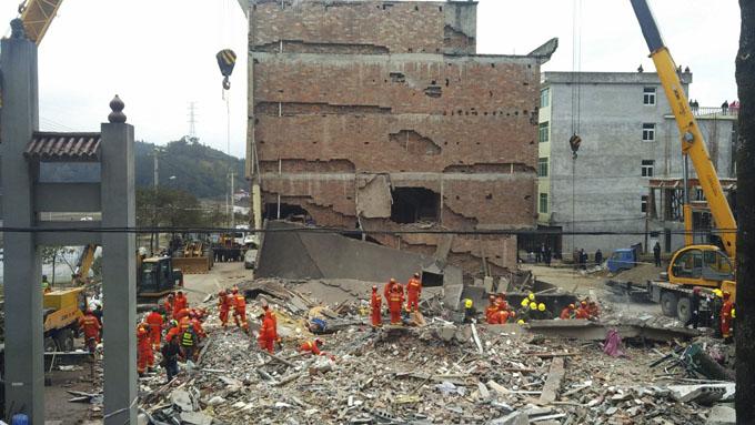Nueve personas sepultadas por derrumbe de edificios en este de China