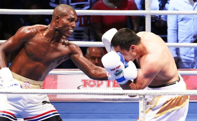 Julio-Cesar-La-Cruz-vs-Shuhrat-Abdullaev