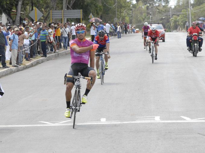 Como en el 2016, Nodarse ganó el trayecto entre Santiago de Cuba y Bayamo / Fotos Luis Carlos Palacios Leyva