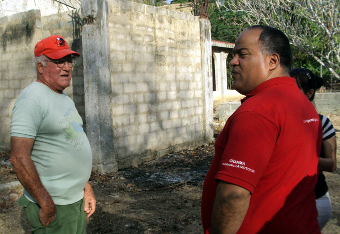 en la obra reconstrucción del estaurante Luanda, con el inversionista, José Antonio Leyva García FOTO/Orlando Fombellida Claro