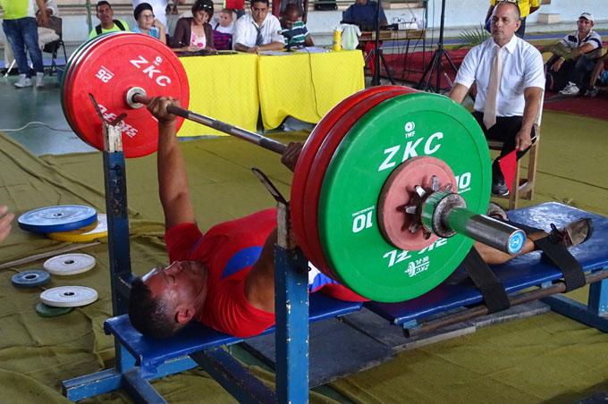 Yuniel estuvo impecable sobre el banco de fuerza, con alzadas de 150, 155 y 157 kilos
