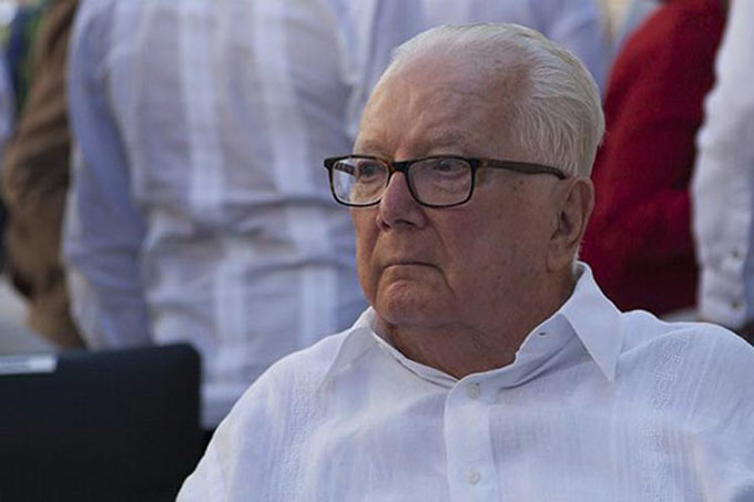 Entregan Premio Nacional de Periodismo en Cuba a Armando Hart