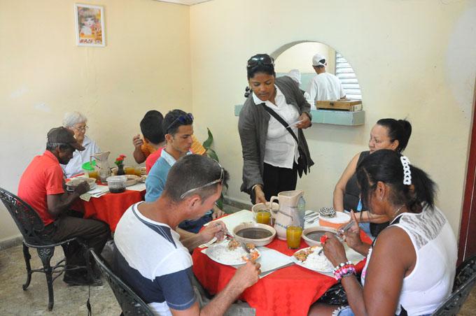 Fondas en Granma: Revive una tradición