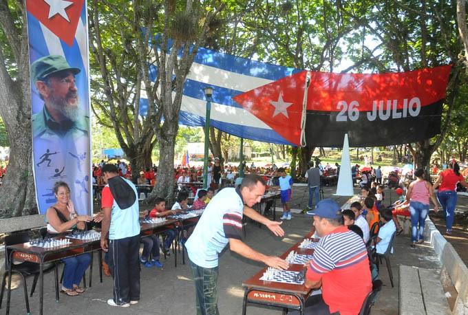 El poblado masoense de Las Mercedes organizó en abril de 2016 una simultánea gigante de ajedrez, con mil tableros, récord para el Plan Turquino / FOTOS Luis Carlos Palacios Leyva