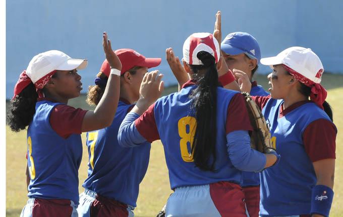 Las softbolistas granmenses llegaron a Santa Clara con el firme propósito de revalidar la corona / Foto Luis Carlos Palacios Leyva