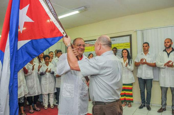 Despidió Ministro de Salud a brigada médica que viajó a Perú