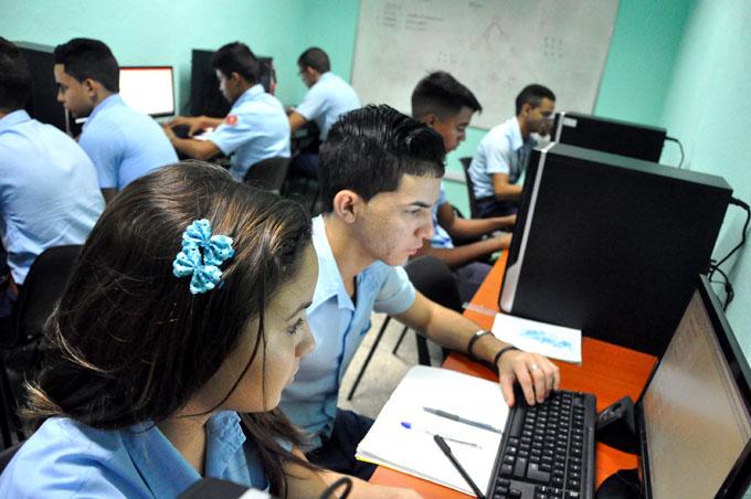 Perfeccionan sistema educacional en preuniversitarios del país