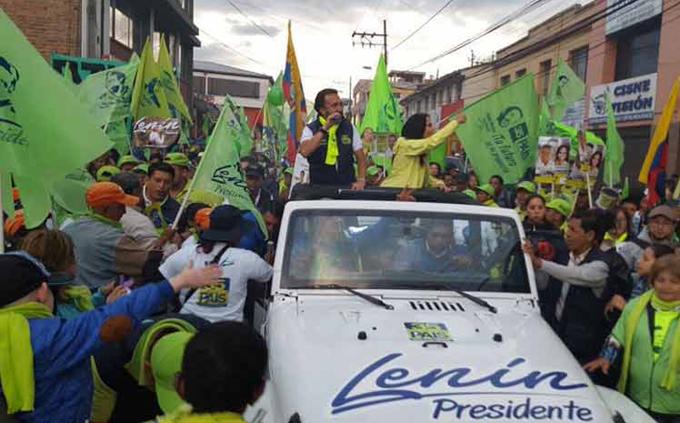 Crece apoyo popular a candidato oficialista a presidente de Ecuador
