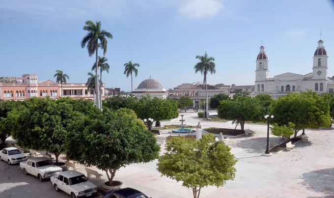 Ejecutan acciones constructivas por los 225 años de Manzanillo