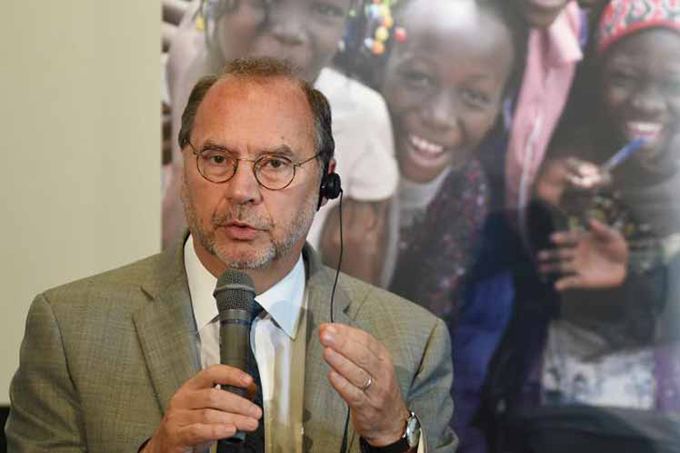 Exdirector de ONUSida disertará en Cuba sobre ébola y VIH