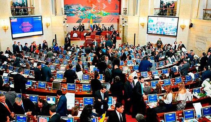 Senado colombiano reanudará debate final sobre justicia transicional