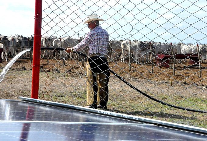 Aumenta bombeo de agua con energía solar en Granma