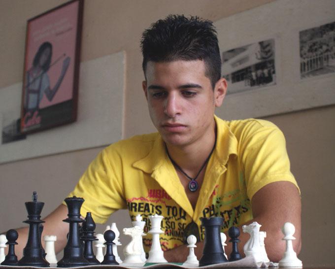 Leandro es uno de los principales exponentes del juego ciencia en Granma / Foto Rafael Martínez Arias
