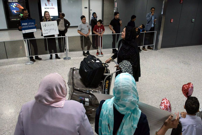 Prohíben a viajeros de ocho países traer equipos electrónicos a EEUU
