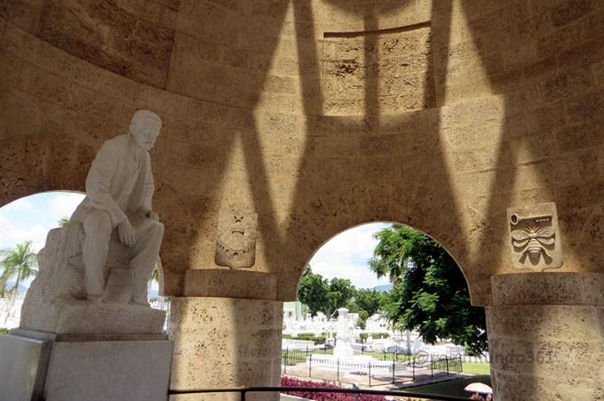 santaifigenia-josemarti-fidelcastro-cemetery-45