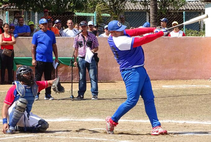 Yan Rodríguez tiene solo 22 años y sobresale por su somatotipo y poder al bate