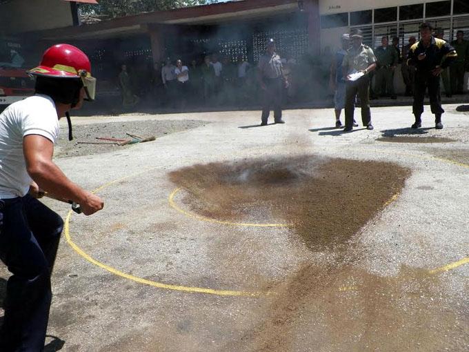Gana  brigada de Buey Arriba competencia contra incendios en Granma